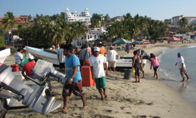 fishermen at playa principal unloading their morning haul